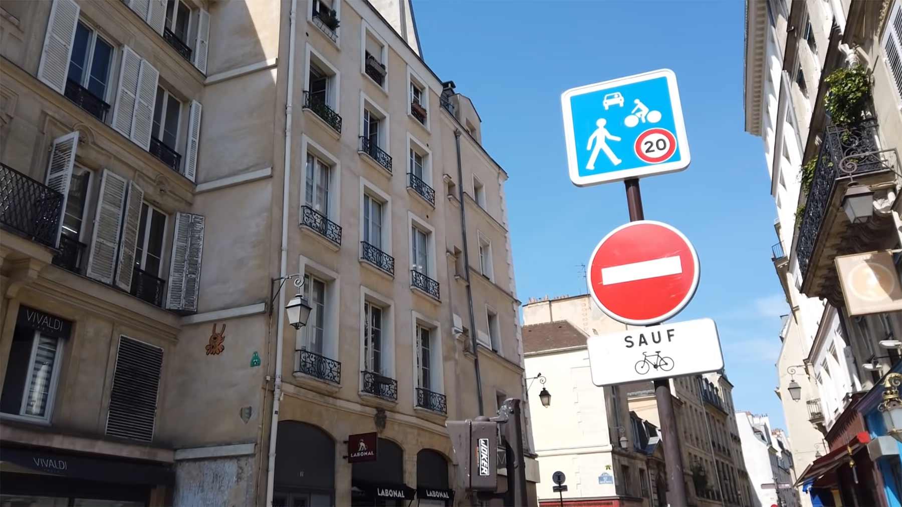 In Paris gibt es eine Kreuzung, auf der Autos in keine der 4 Richtungen weiterfahren dürfen