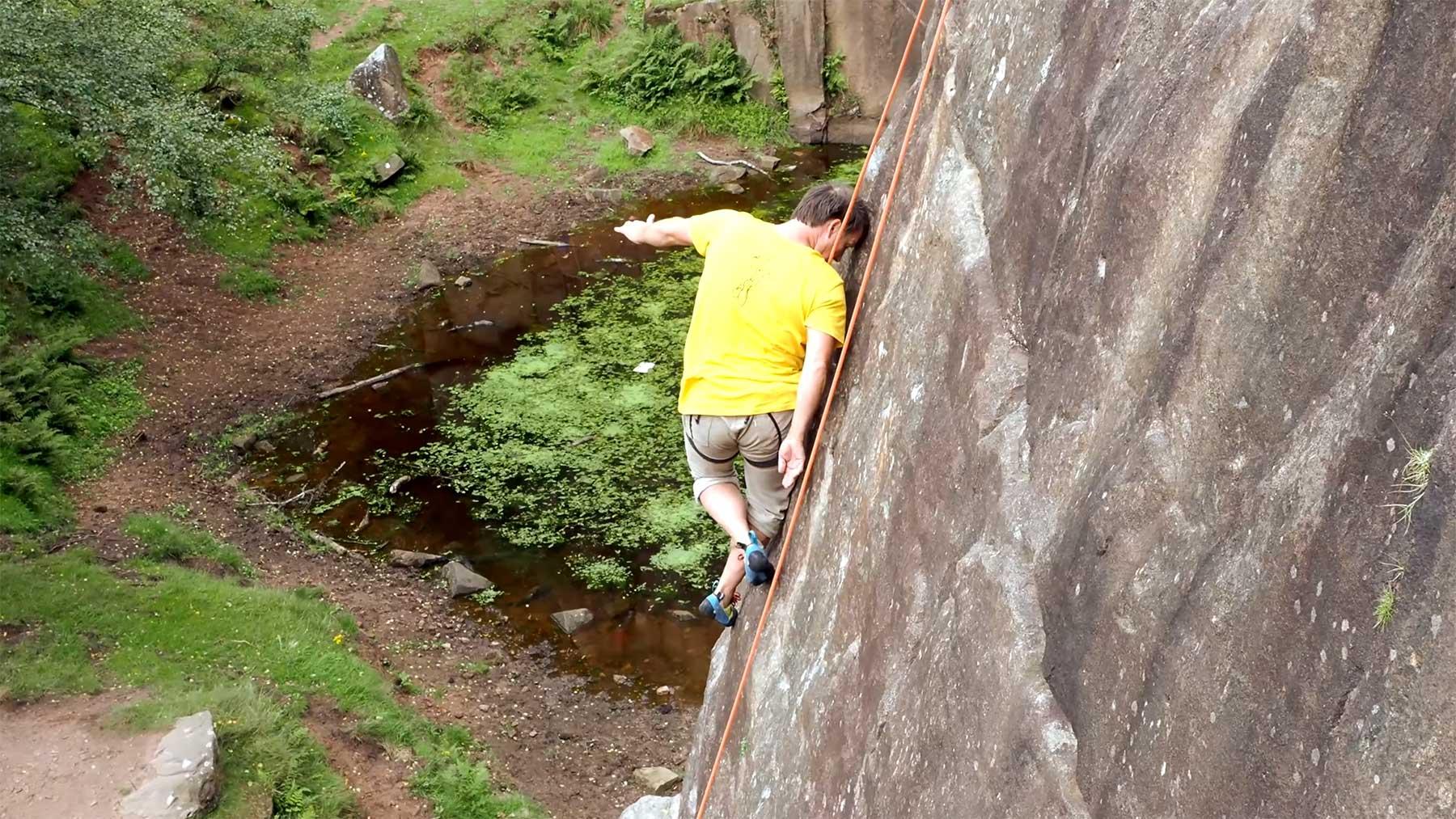 Ohne Einsatz der Arme klettern