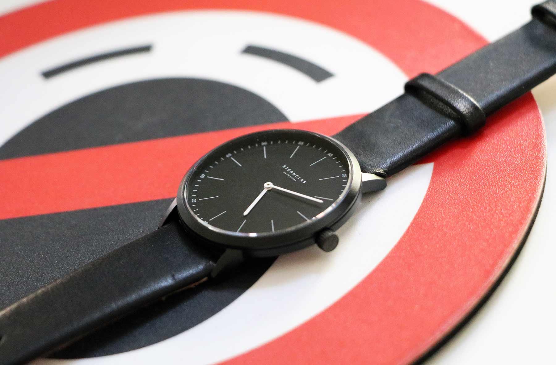 Extra leichte Armbanduhr im Bauhausdesign: Die neue STERNGLAS Modesto