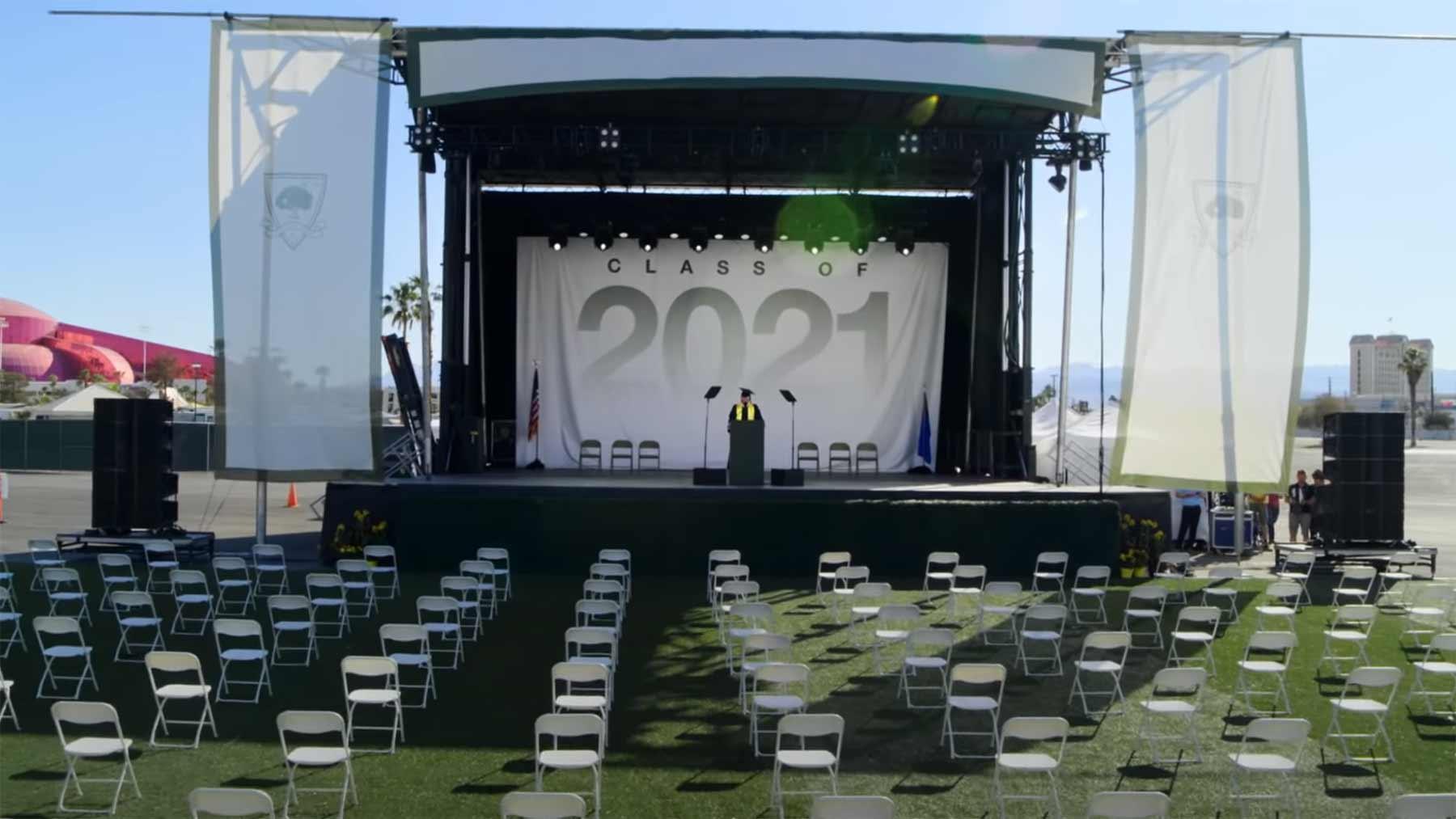 Einstiger NRA-Präsident spricht auf Fake-Abschlussfeier vor 3.044 leeren Stühlen