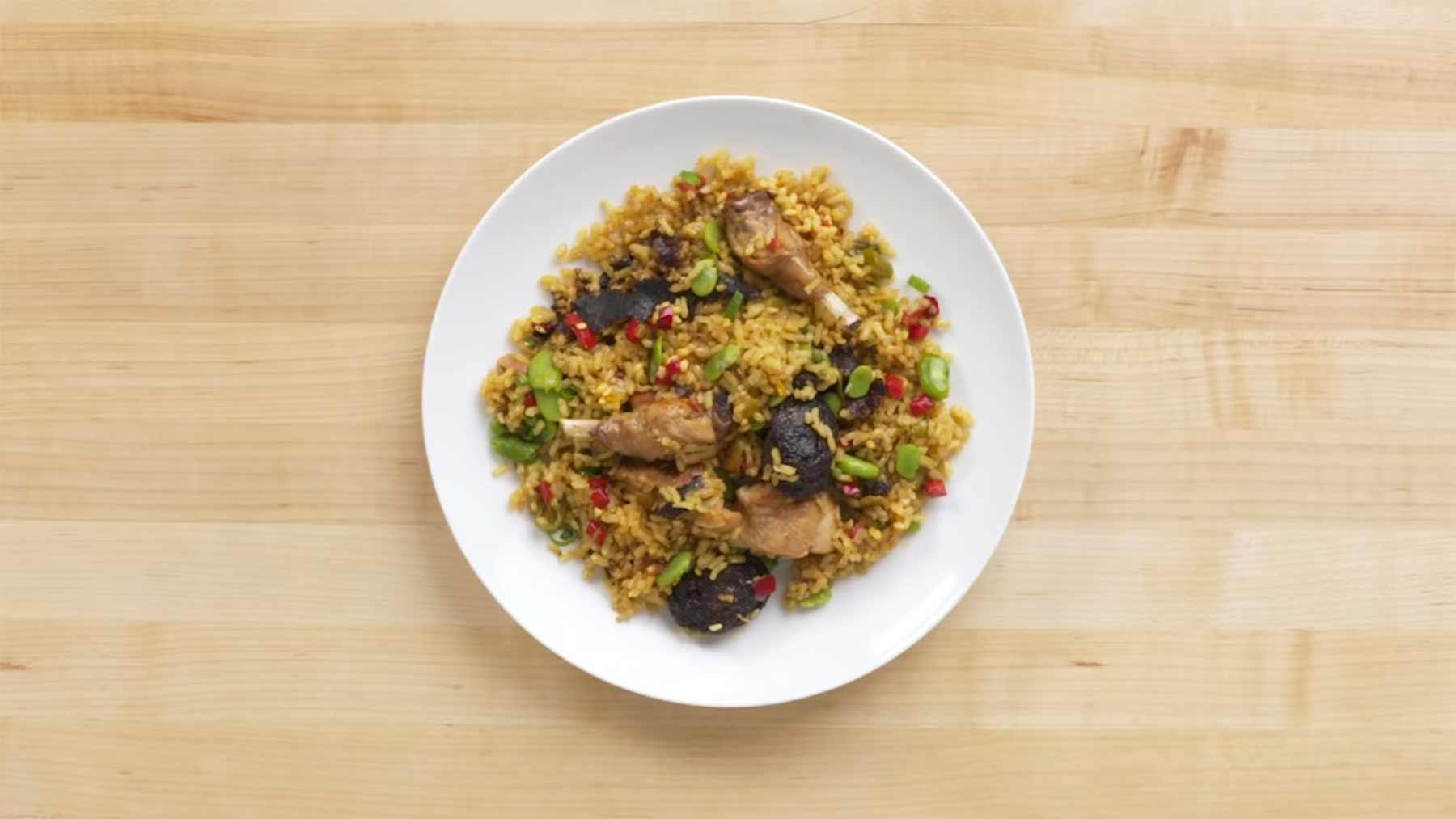 Köche unterschiedlicher Fähigkeitsstufen kochen Paella paella-kochen