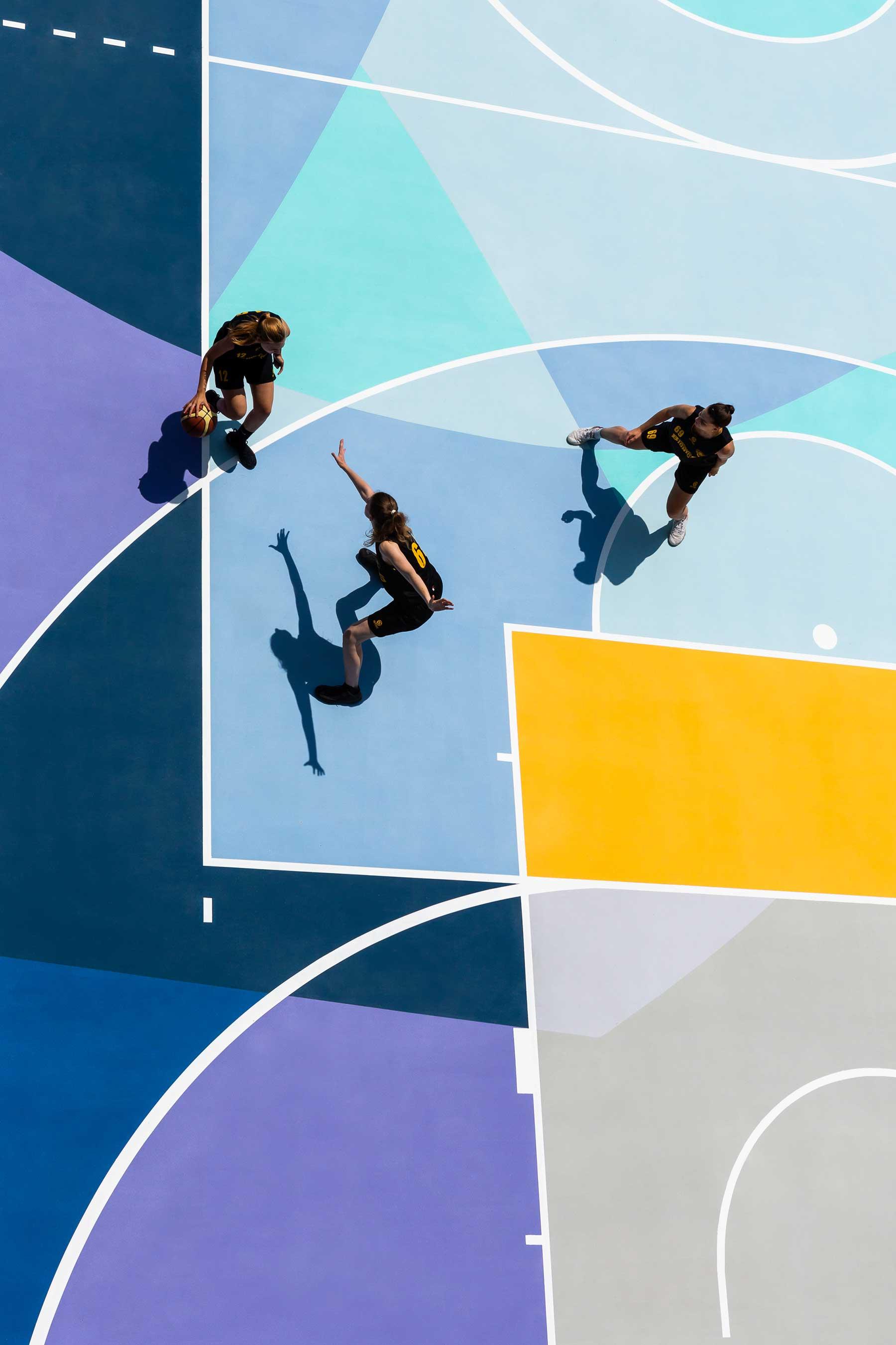 Farbenfrohe Basketballplätze von Gummy Gue Gummy-Gue-bunter-basketballplatz-Buccinasco_02