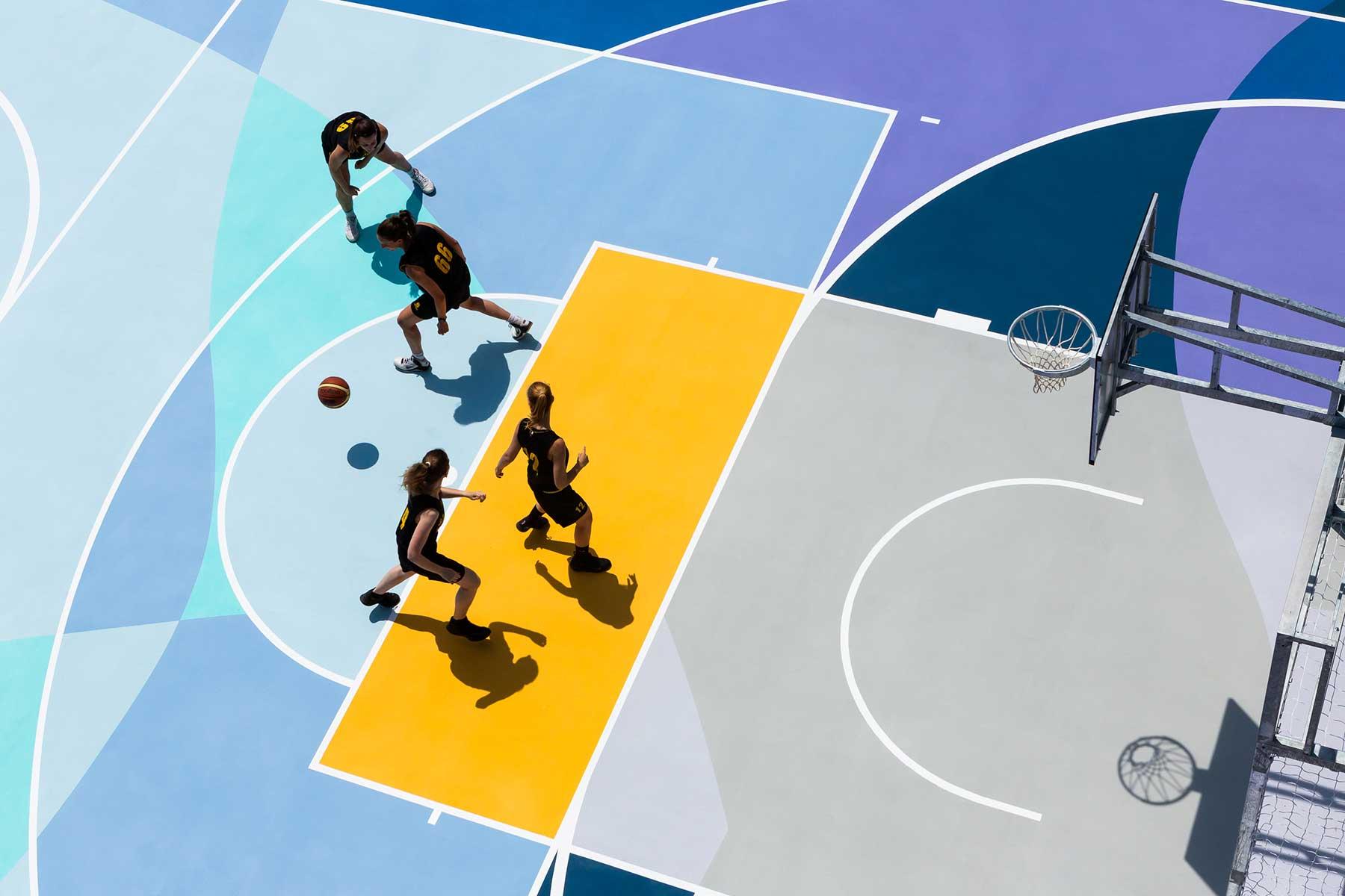 Farbenfrohe Basketballplätze von Gummy Gue Gummy-Gue-bunter-basketballplatz-Buccinasco_03