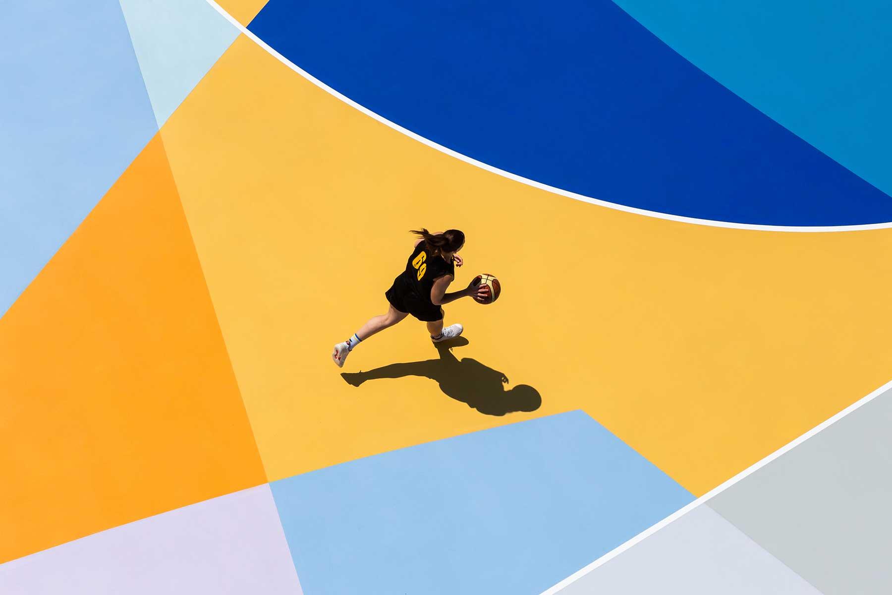 Farbenfrohe Basketballplätze von Gummy Gue Gummy-Gue-bunter-basketballplatz-Buccinasco_04