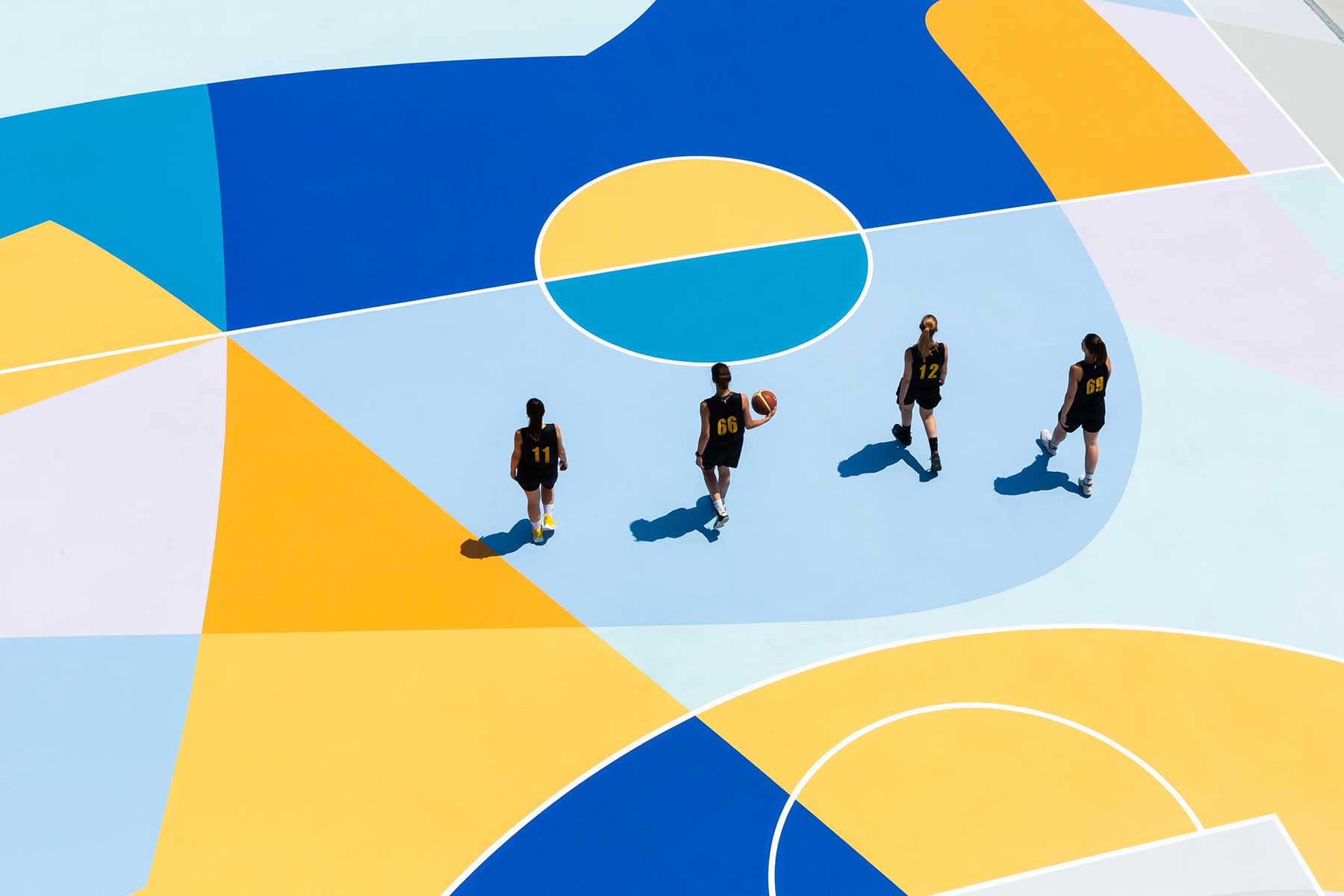 Farbenfrohe Basketballplätze von Gummy Gue Gummy-Gue-bunter-basketballplatz-Buccinasco_07