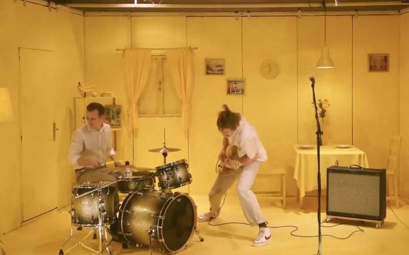 "Musikvideo: Jolphin – ""Talking Flies"""