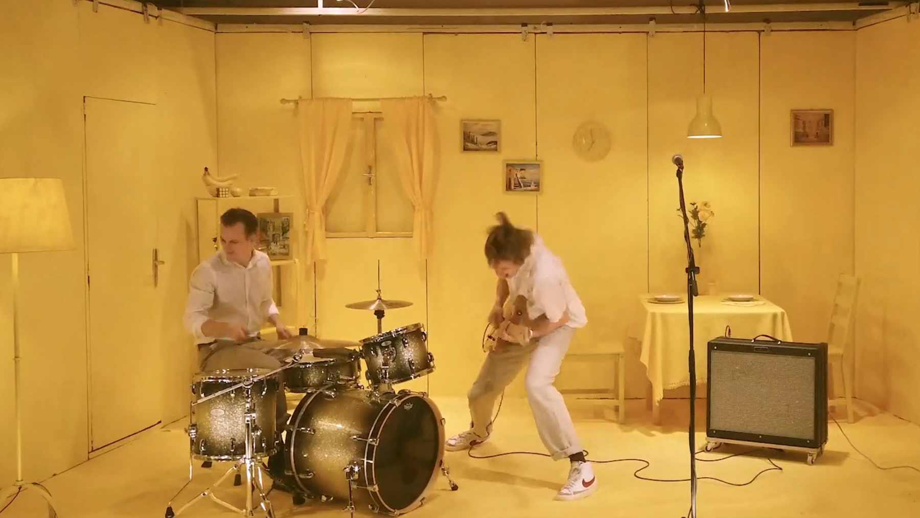 "Musikvideo: Jolphin - ""Talking Flies"" Jolphin-Talking-Flies-musikvideo"