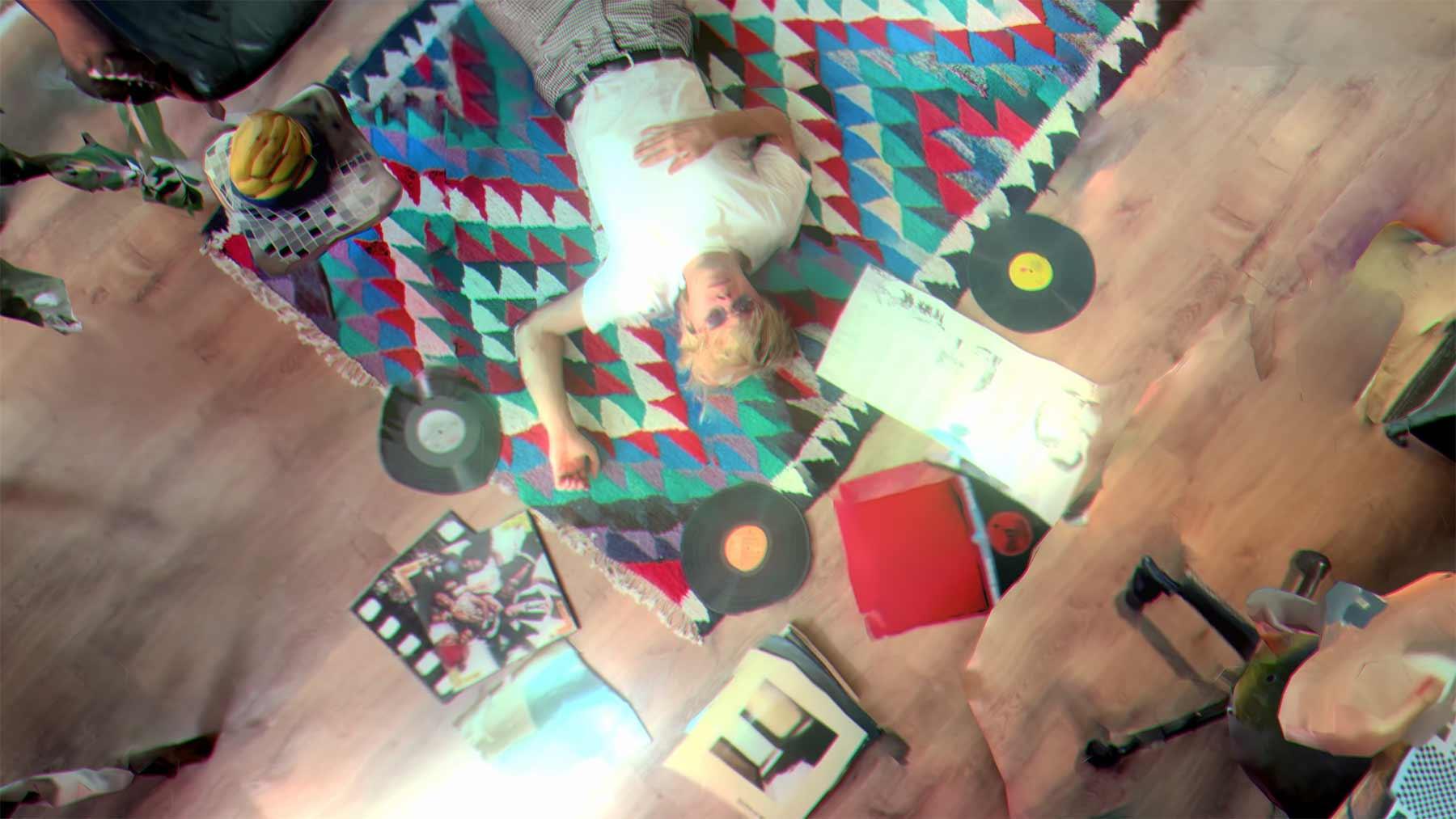 """Musikvideo: Von Wegen Lisbeth – """"Portugal (Autoteile auf der Fahrbahn)"""""""
