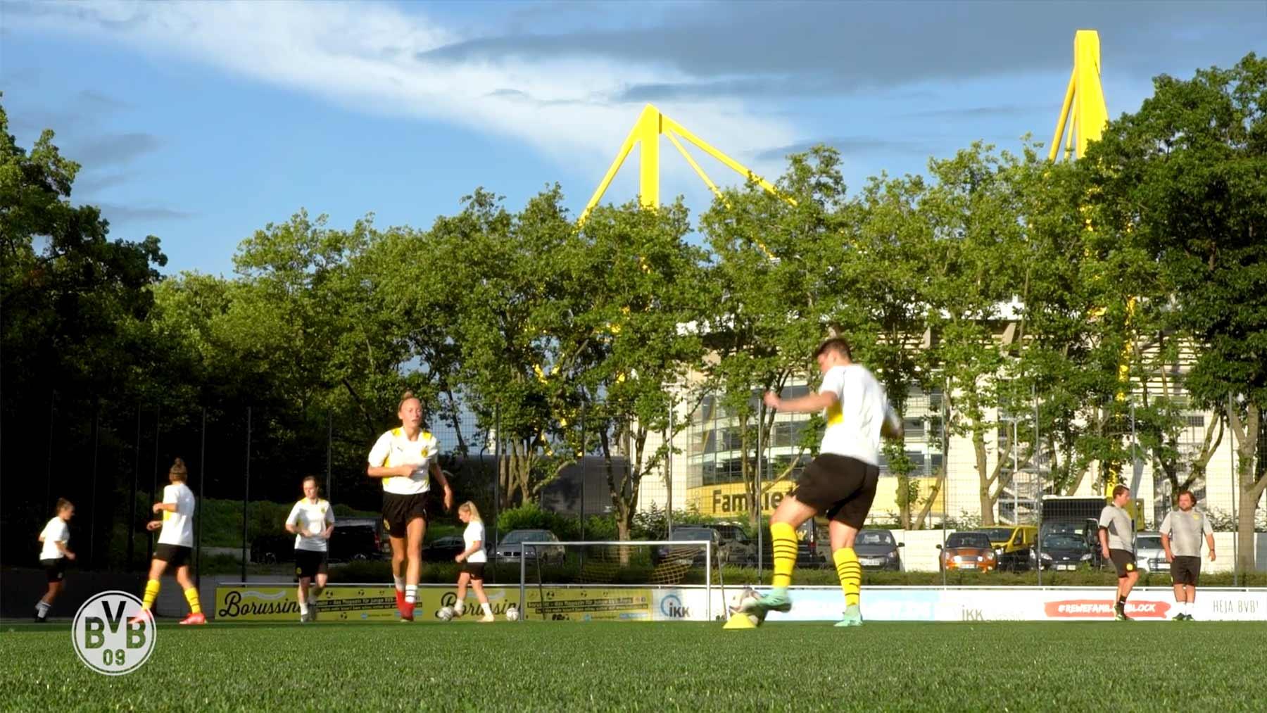 Das erste Training der Frauenmannschaft von Borussia Dortmund