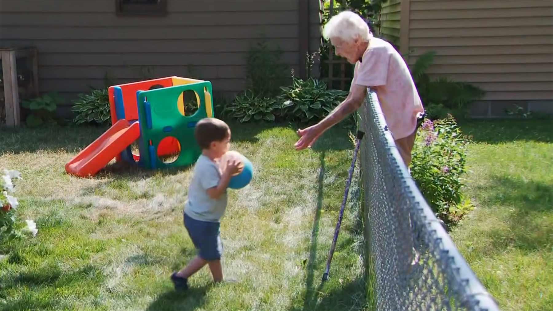 2-Jähriger & 99-Jährige sind beste Freunde