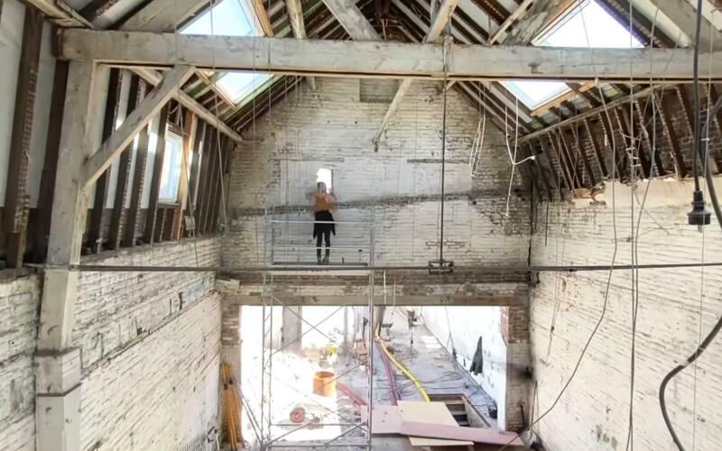 Timelapse: Eine alte Fabrik wird zum modernen Wohnraum