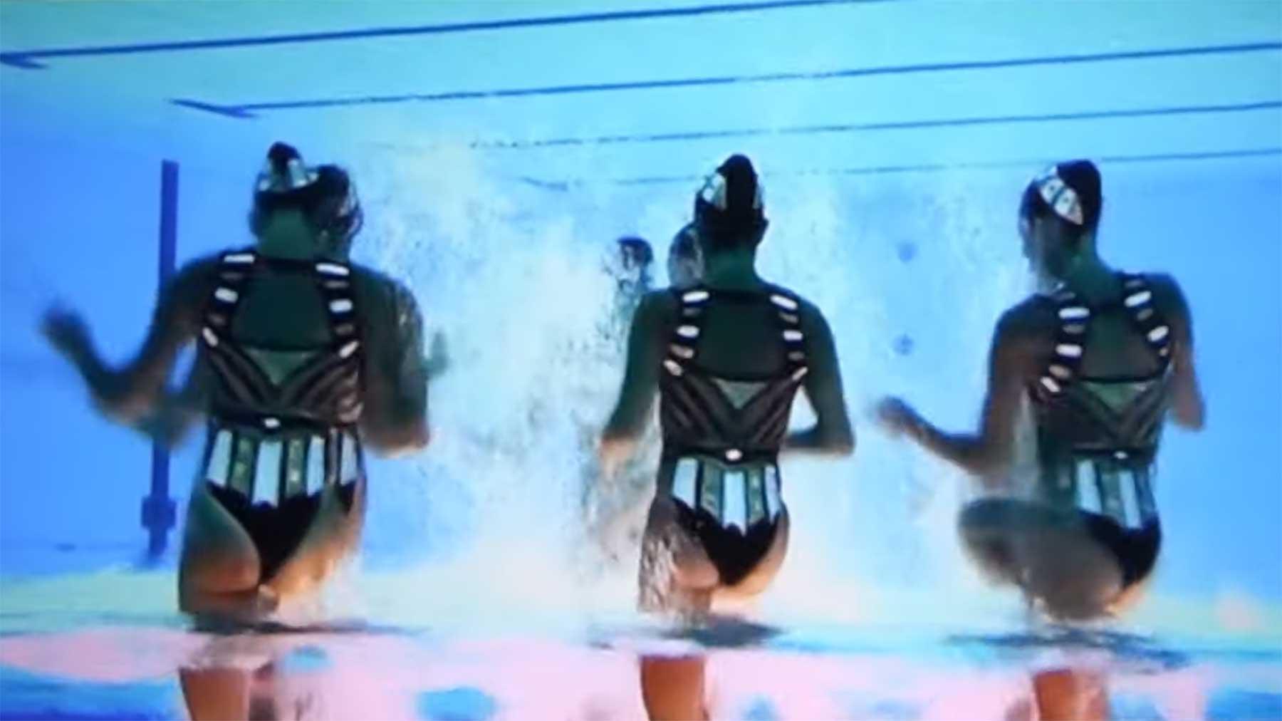 Synchronschwimm-Unterwasseraufnahmen auf den Kopf gestellt Overwater-tokio-2020
