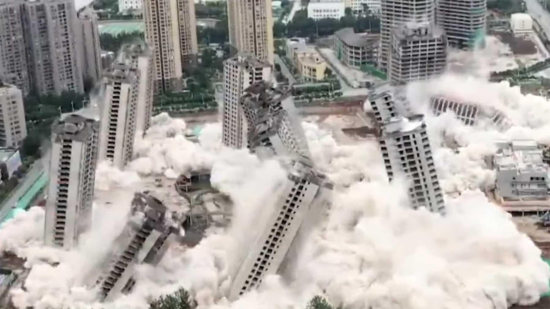 15 Hochhäuser wurden gleichzeitig gesprengt