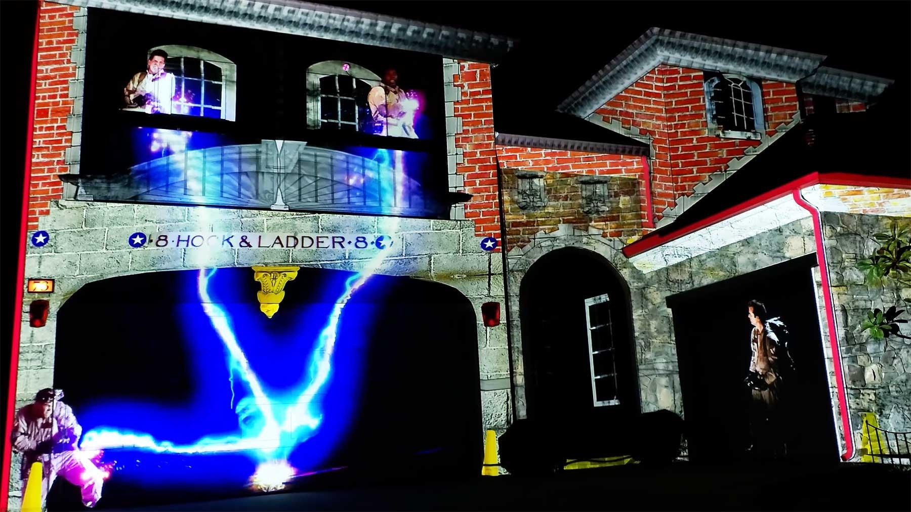 """Ghostbusters""-Halloween-Haus-Projektion"
