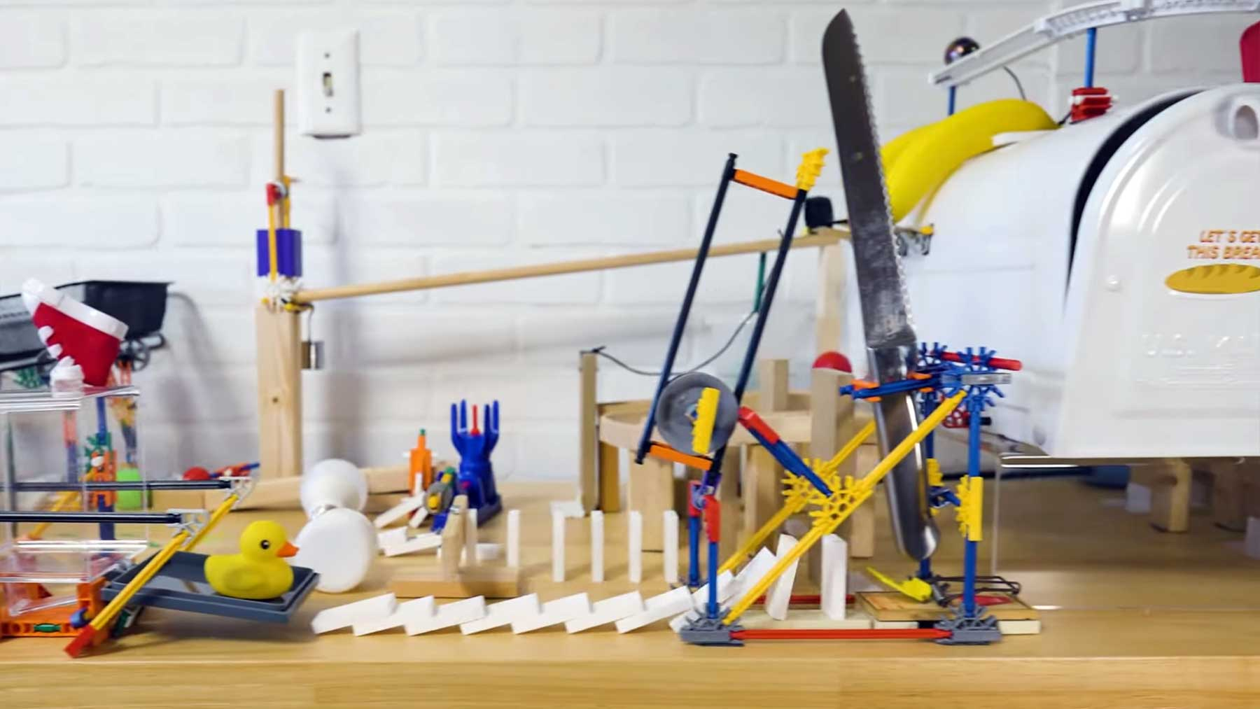 Rube Goldberg Brotschneide-Maschine