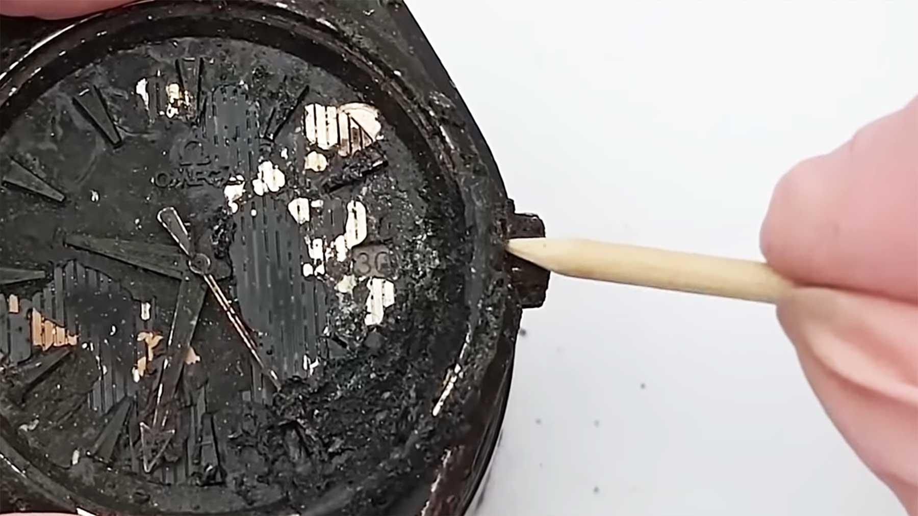 Restauration einer verbrannten Armbanduhr
